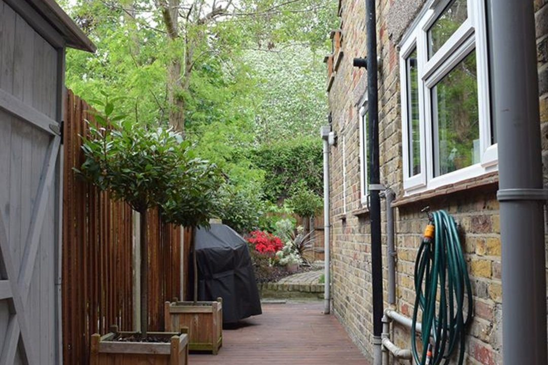 House - Terraced For Sale in Sturdy Road, SE15 324 view12