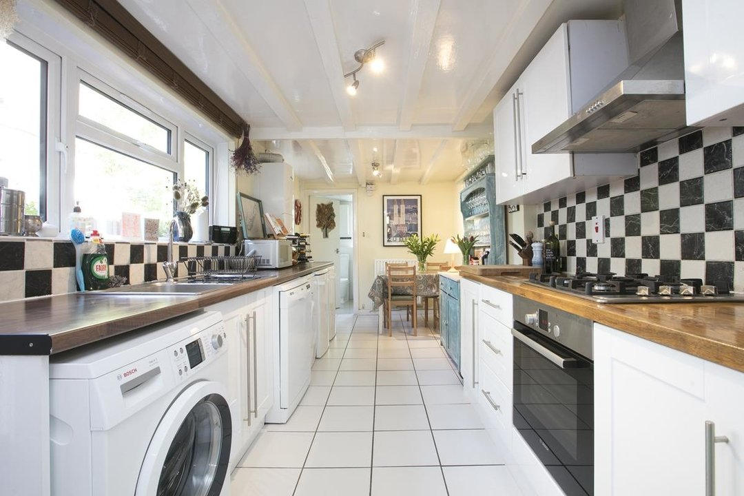 House - Terraced For Sale in Sturdy Road, SE15 324 view4