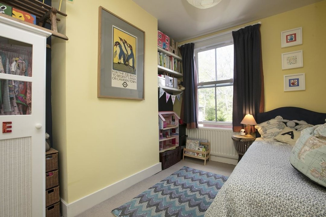 House - Terraced For Sale in Sturdy Road, SE15 324 view13