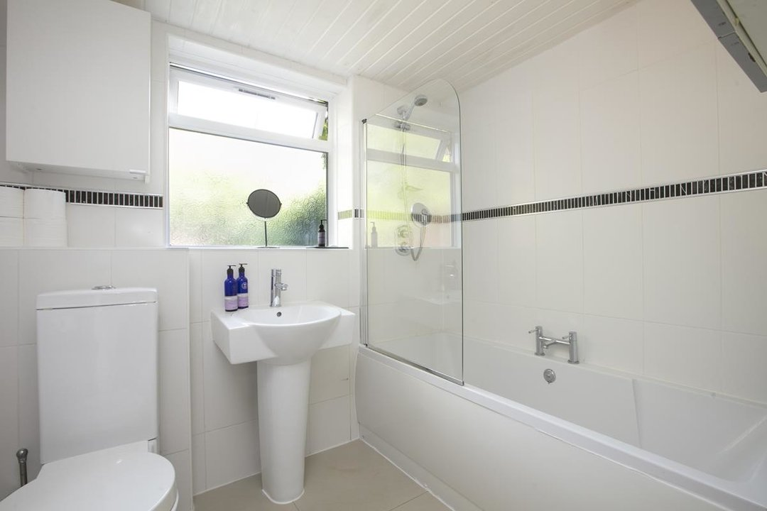 House - Terraced For Sale in Sturdy Road, SE15 324 view8