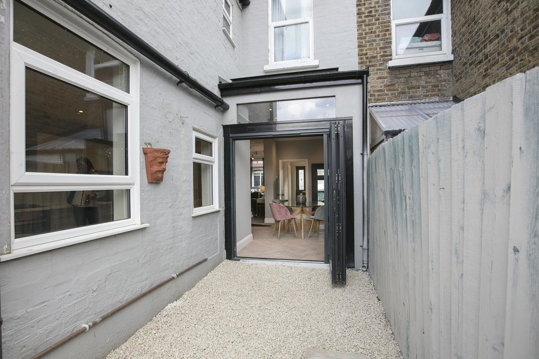 House - Terraced For Sale in Surrey Road, SE15 266 view11