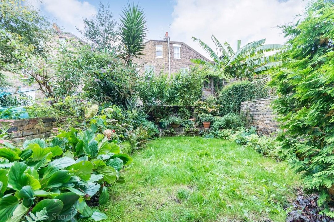 House - Terraced Sold in Sutherland Square, SE17 278 view10