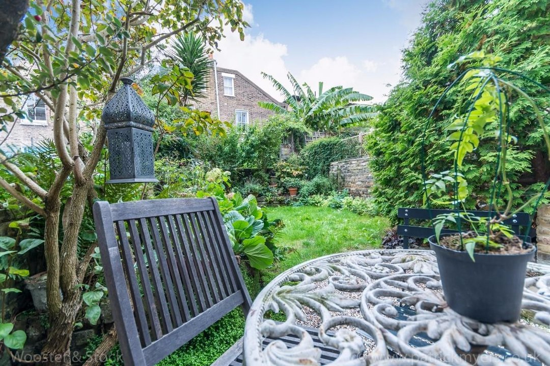 House - Terraced Sold in Sutherland Square, SE17 278 view11