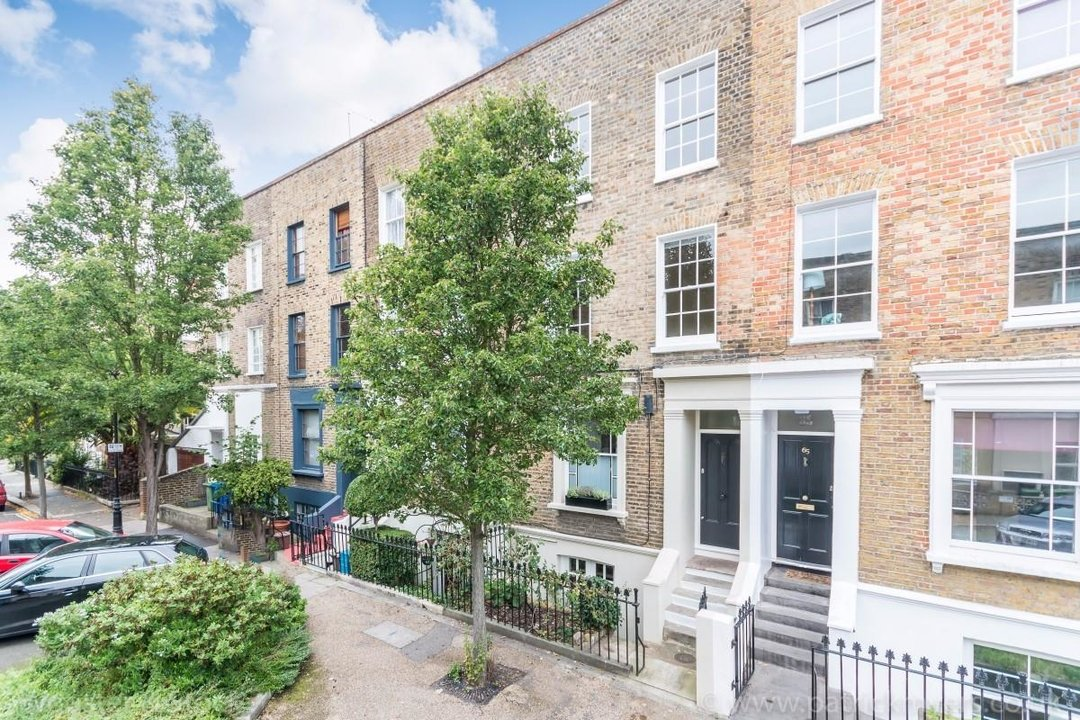 House - Terraced Sold in Sutherland Square, SE17 278 view1