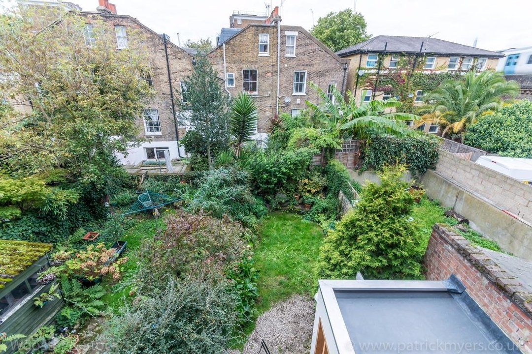 House - Terraced Sold in Sutherland Square, SE17 278 view27