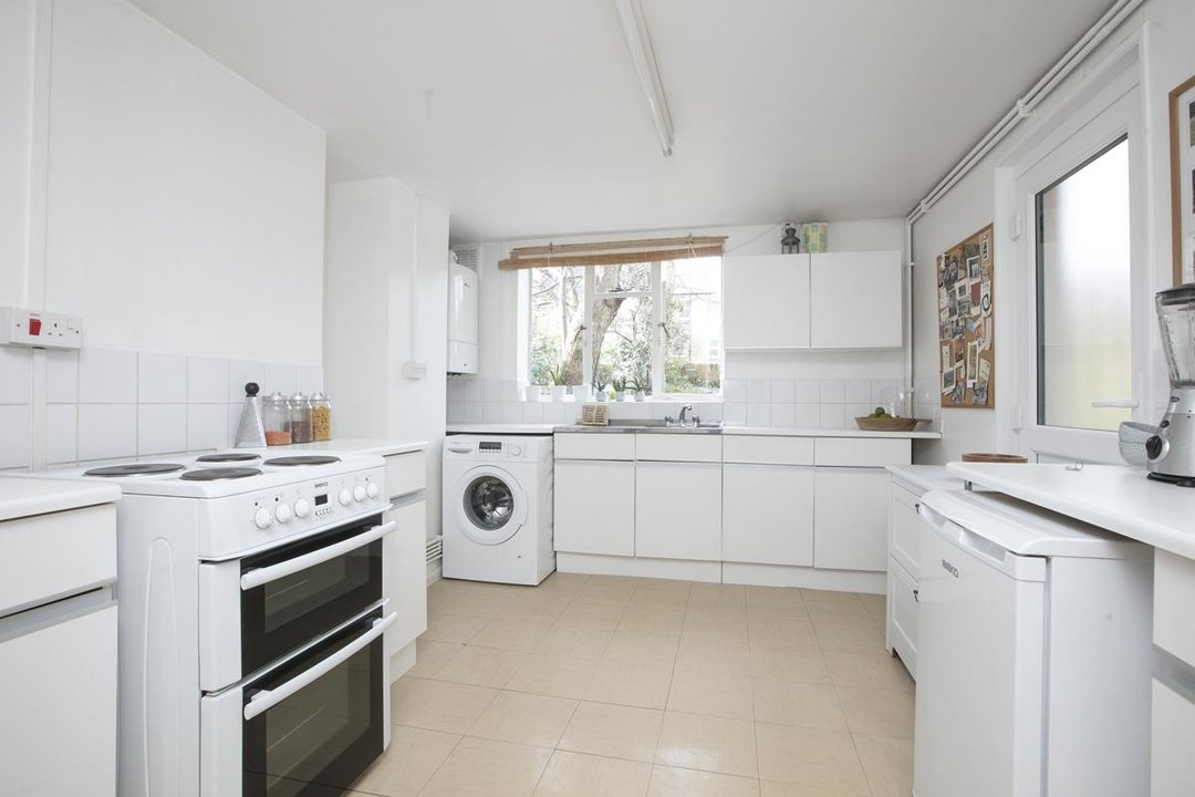Flat/Apartment Sale Agreed in Talfourd Road, SE15 283 view6