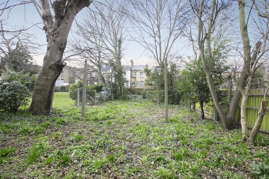 Flat/Apartment Sale Agreed in Talfourd Road, SE15 283 view11