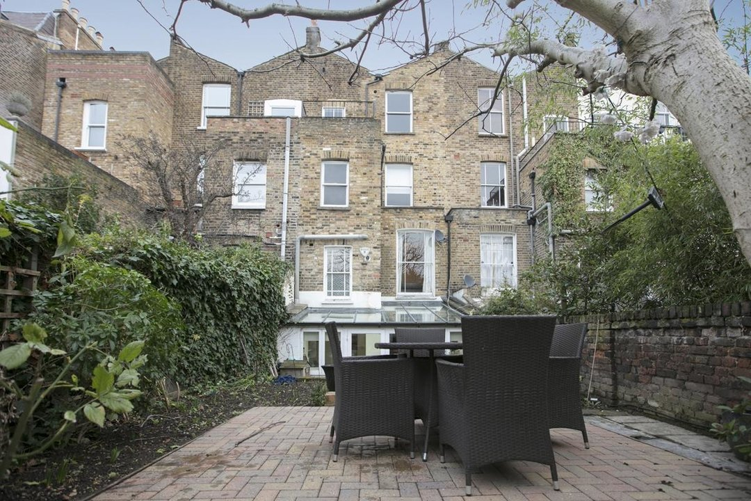 Flat - Conversion For Sale in Thorne Road, SW8 279 view7