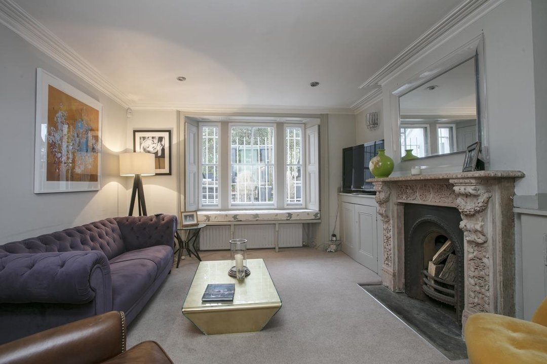 Flat - Conversion For Sale in Thorne Road, SW8 279 view3