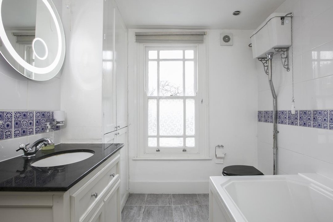 Flat - Conversion For Sale in Thorne Road, SW8 279 view12