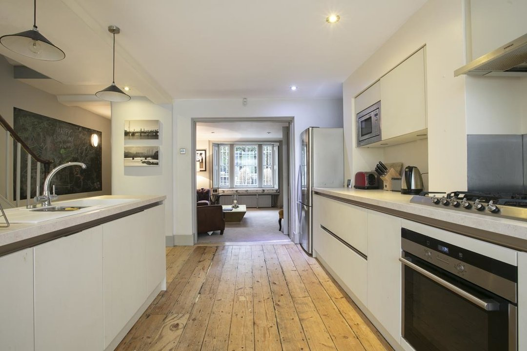Flat - Conversion For Sale in Thorne Road, SW8 279 view6