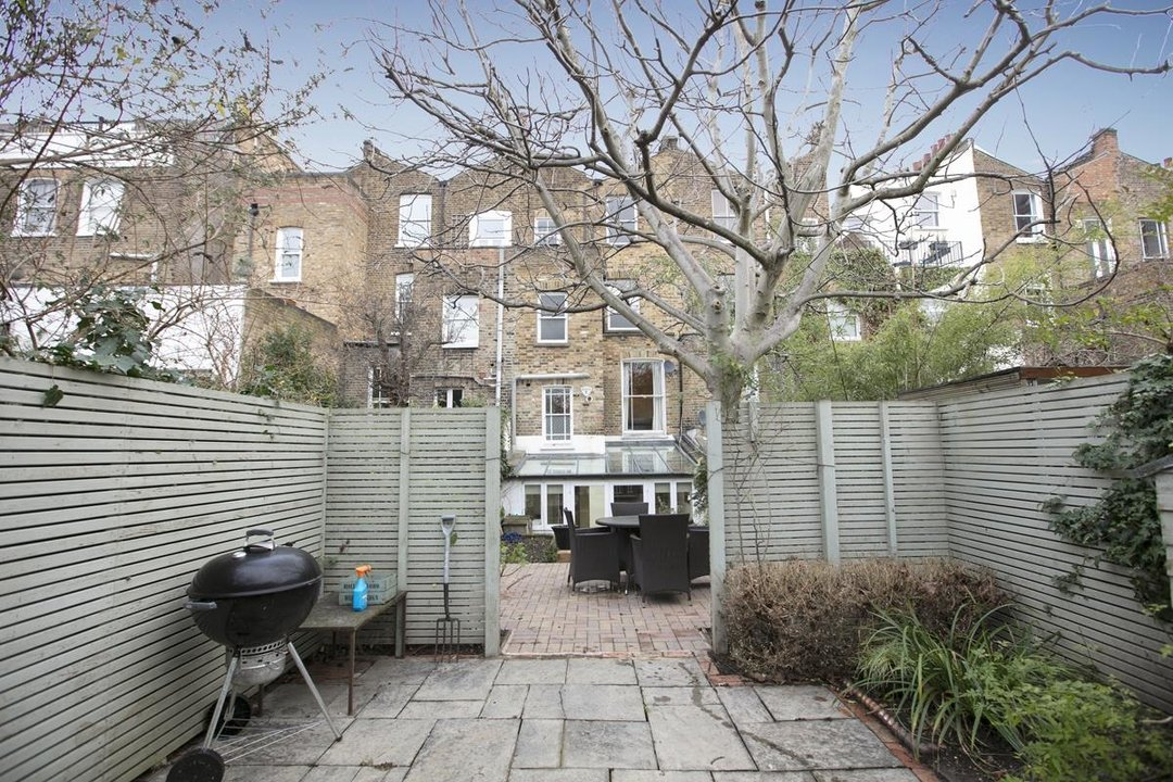 Flat - Conversion For Sale in Thorne Road, SW8 279 view4