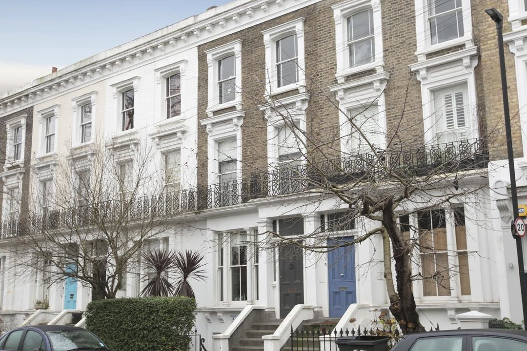 Flat - Conversion For Sale in Thorne Road, SW8 279 view1