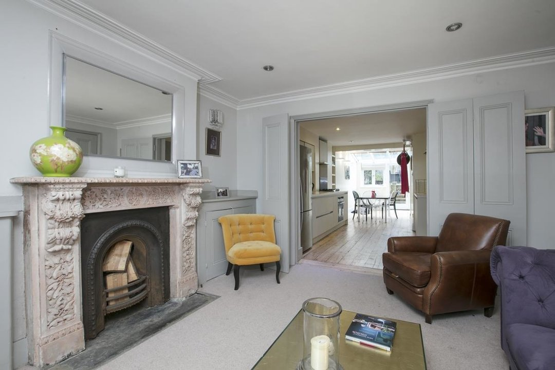 Flat - Conversion For Sale in Thorne Road, SW8 279 view5