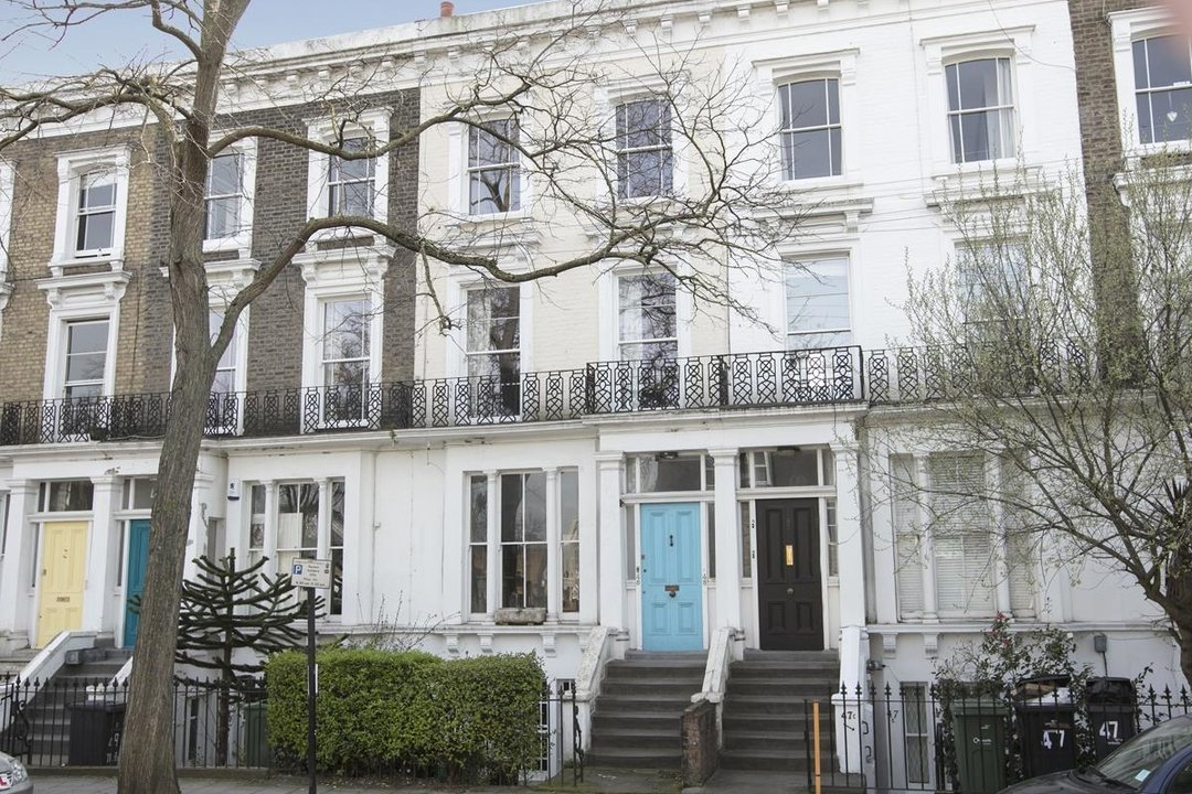 Flat/Apartment For Sale in Thorne Road, SW8 300 view2