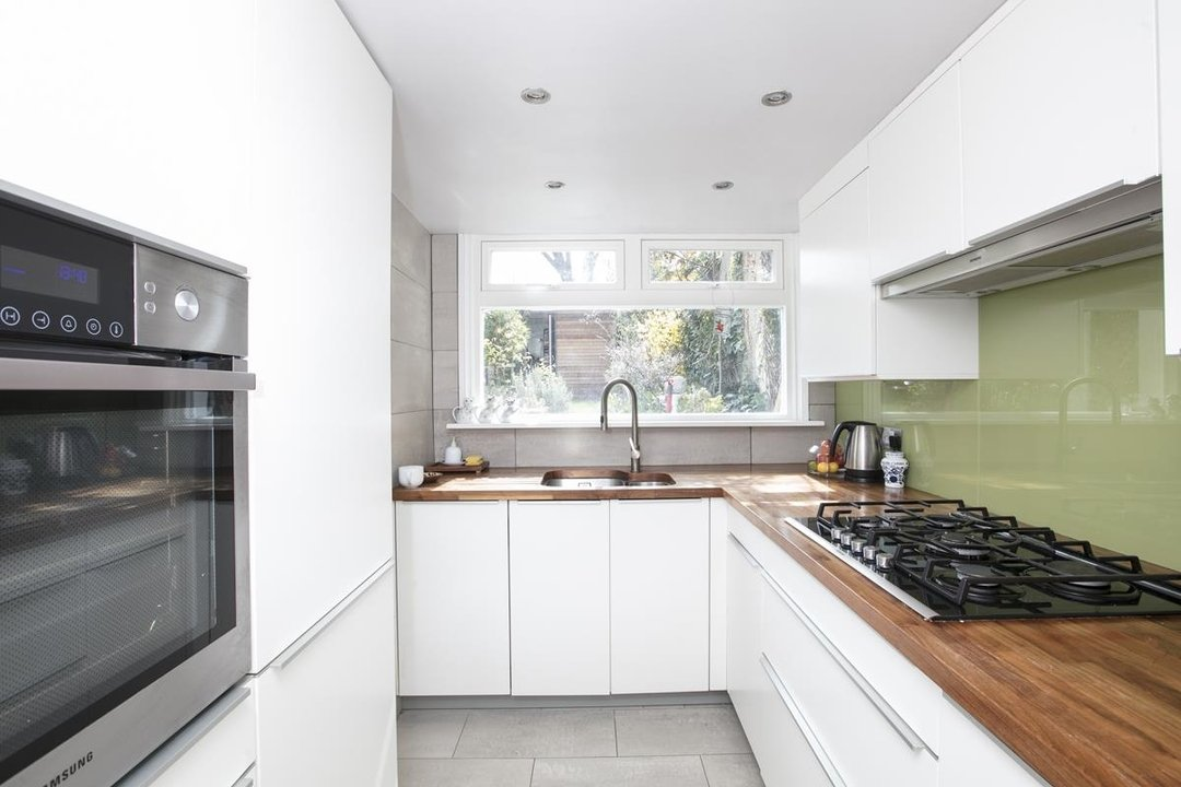 Flat/Apartment For Sale in Thorne Road, SW8 300 view5