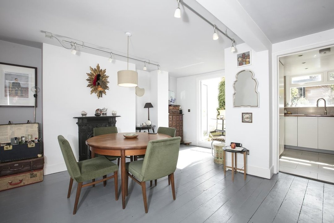 Flat/Apartment For Sale in Thorne Road, SW8 300 view3