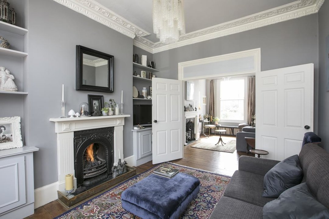 Flat/Apartment For Sale in Thorne Road, SW8 300 view1