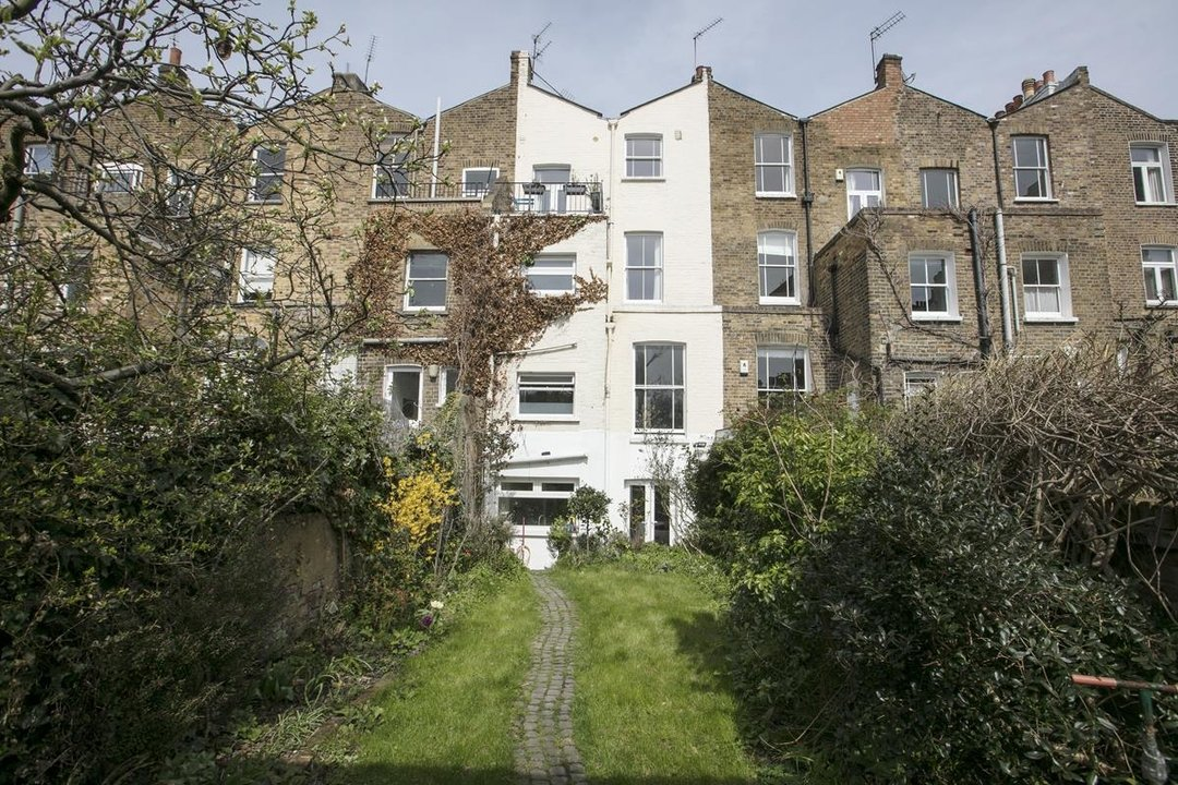 Flat/Apartment For Sale in Thorne Road, SW8 300 view14