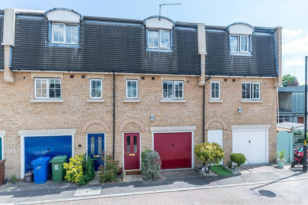 House - Terraced For Sale in Tilson Close, SE5 287 view1