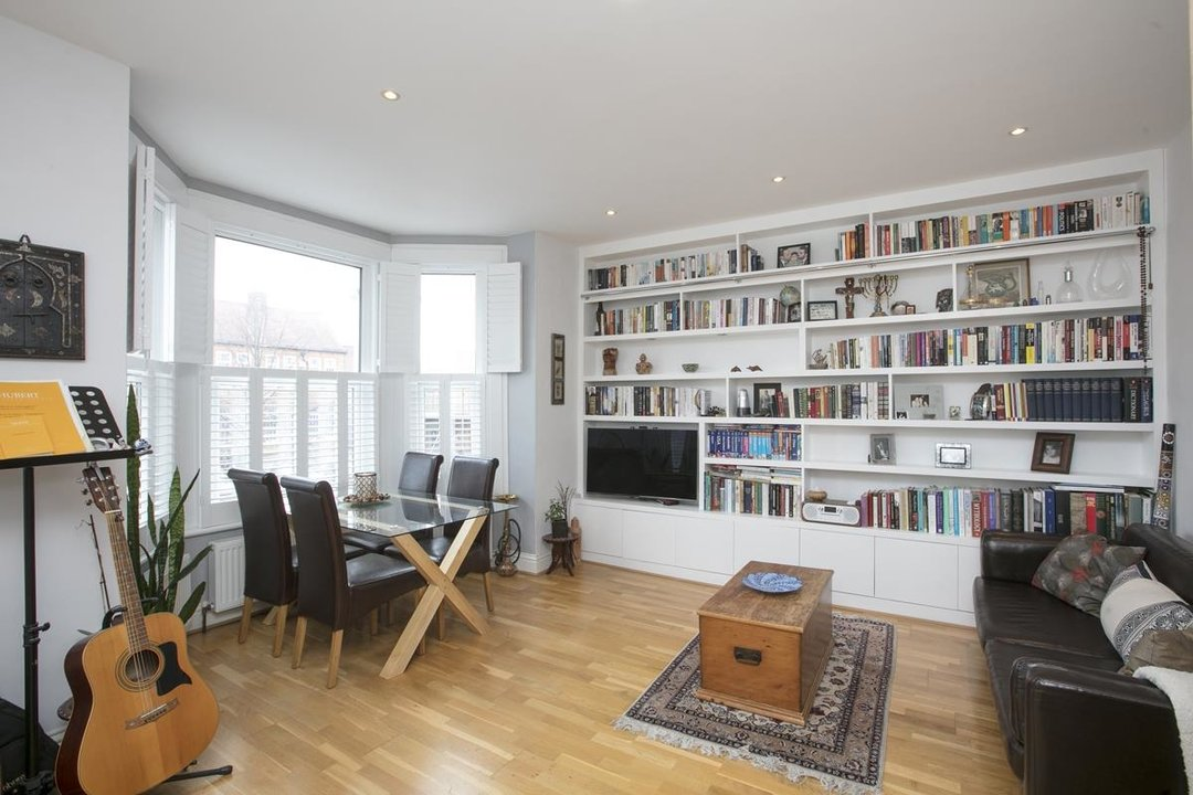 Flat/Apartment For Sale in Valmar Road, SE5 288 view1