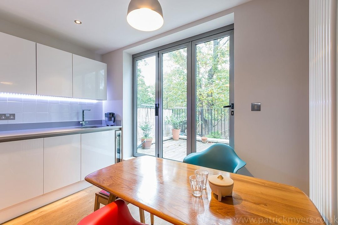 Flat - Conversion Sale Agreed in Vicarage Grove, SE5 69 view12