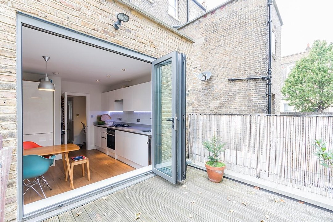 Flat - Conversion Sale Agreed in Vicarage Grove, SE5 69 view2