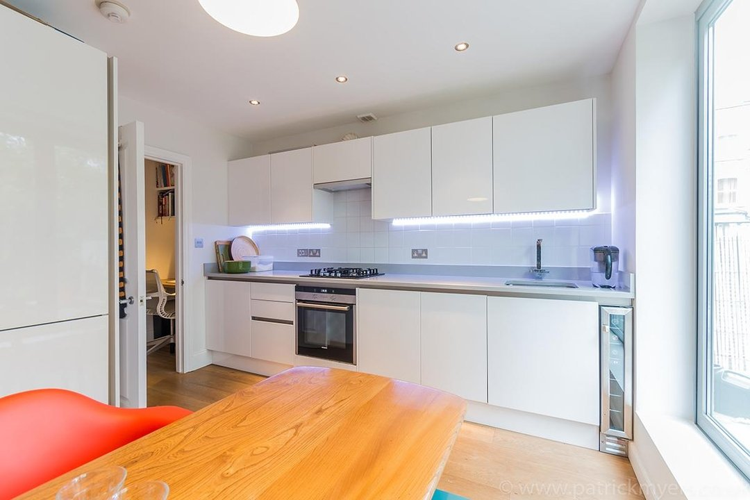 Flat - Conversion Sale Agreed in Vicarage Grove, SE5 69 view14