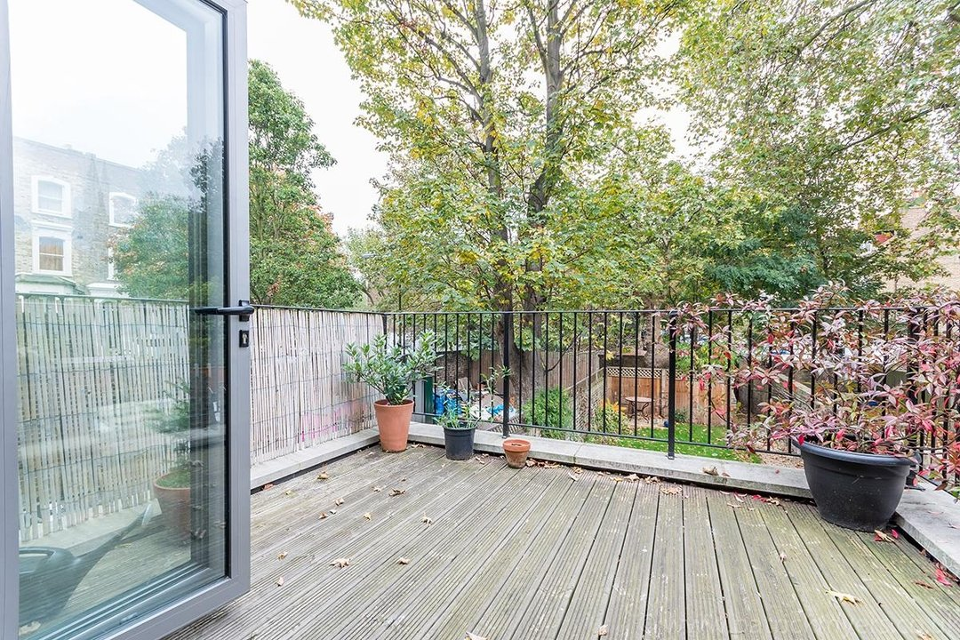 Flat - Conversion Sale Agreed in Vicarage Grove, SE5 69 view15