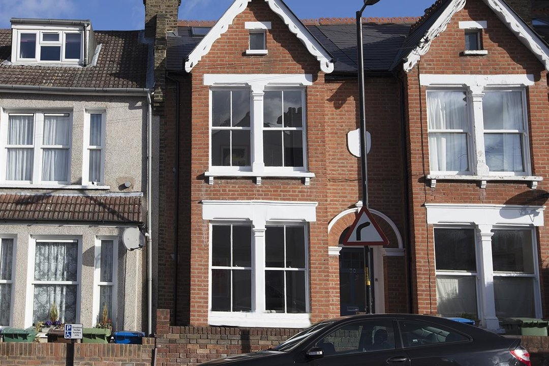 House - Terraced For Sale in Waveney Avenue, SE15 263 view1