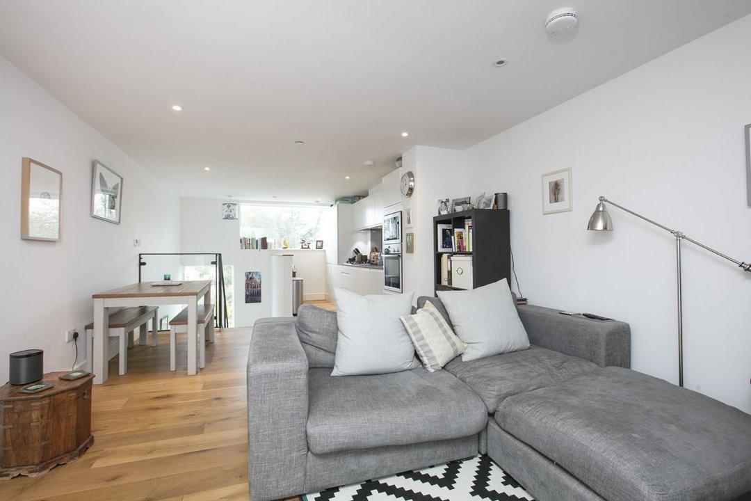 Flat - Purpose Built For Sale in Windsor Walk, SE5 304 view2