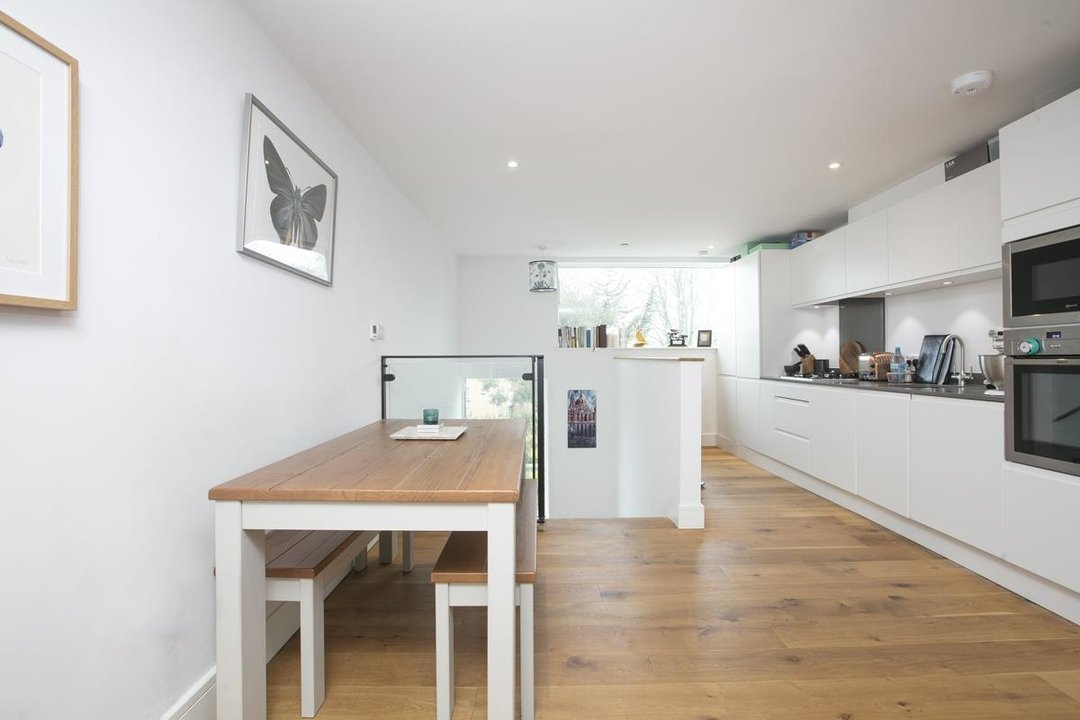 Flat - Purpose Built For Sale in Windsor Walk, SE5 304 view5