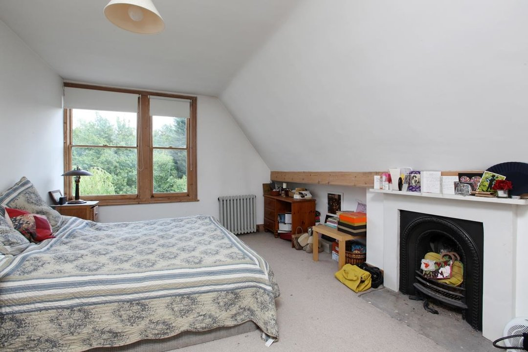 House - Semi-Detached For Sale in Wood Vale, London SE23 53 view15