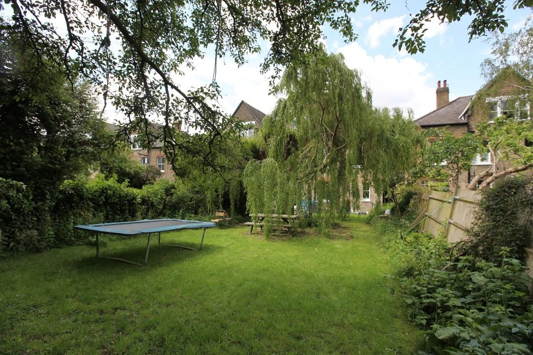 House - Semi-Detached For Sale in Wood Vale, London SE23 53 view7