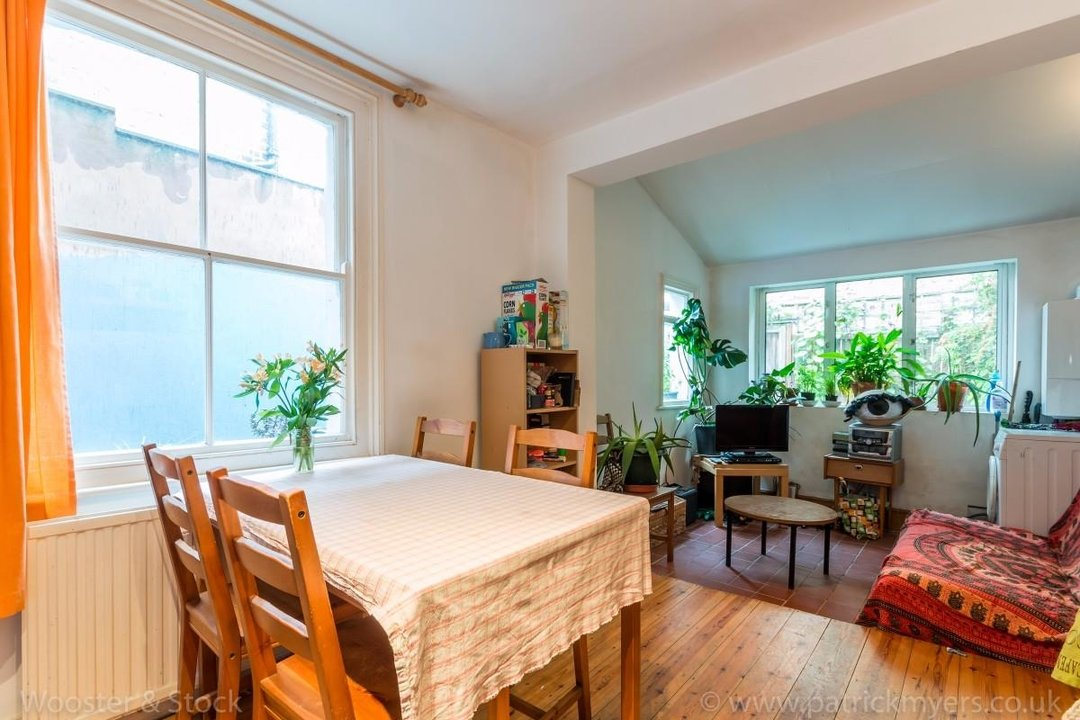 Flat - Above Shop For Sale in Wyndham Road, SE5 177 view1