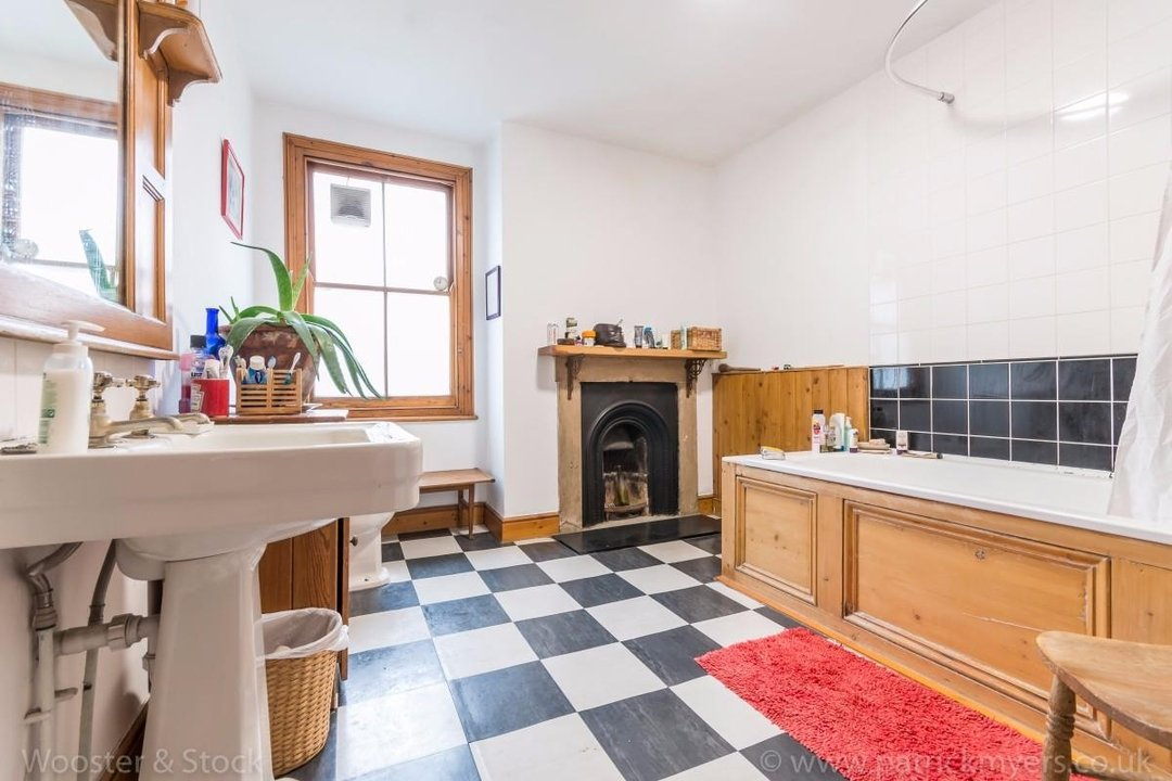 Flat - Above Shop For Sale in Wyndham Road, SE5 177 view7
