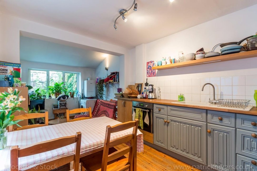 Flat - Above Shop For Sale in Wyndham Road, SE5 177 view5