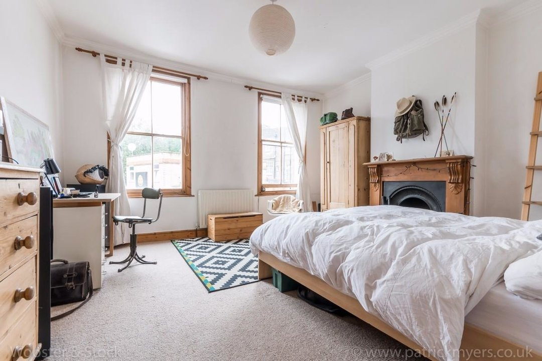 Flat - Above Shop For Sale in Wyndham Road, SE5 177 view4