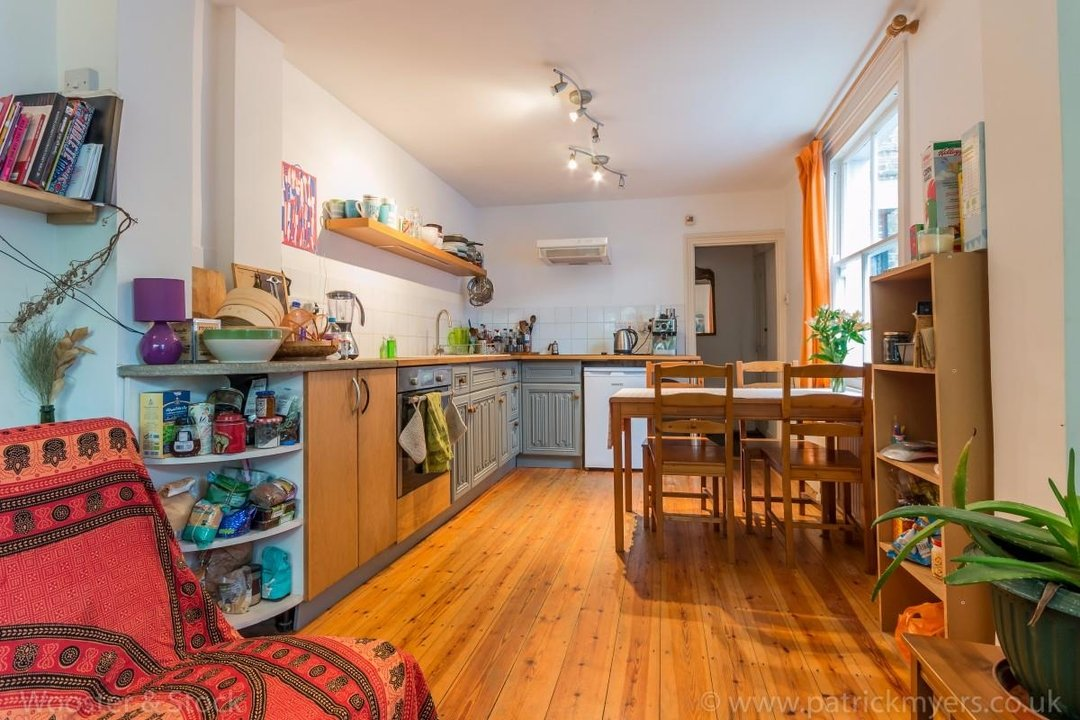 Flat - Above Shop For Sale in Wyndham Road, SE5 177 view6