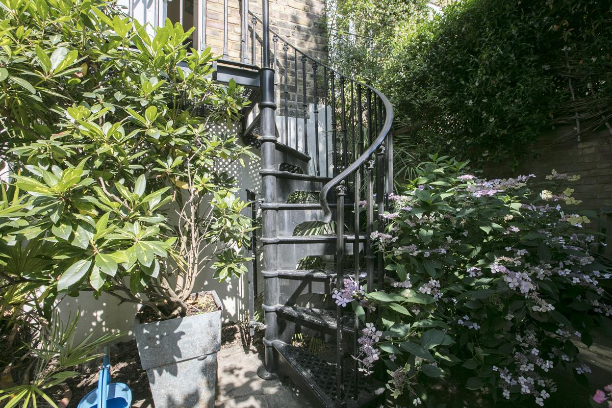House - Terraced Sale Agreed in Camberwell Grove, SE5 357 view32