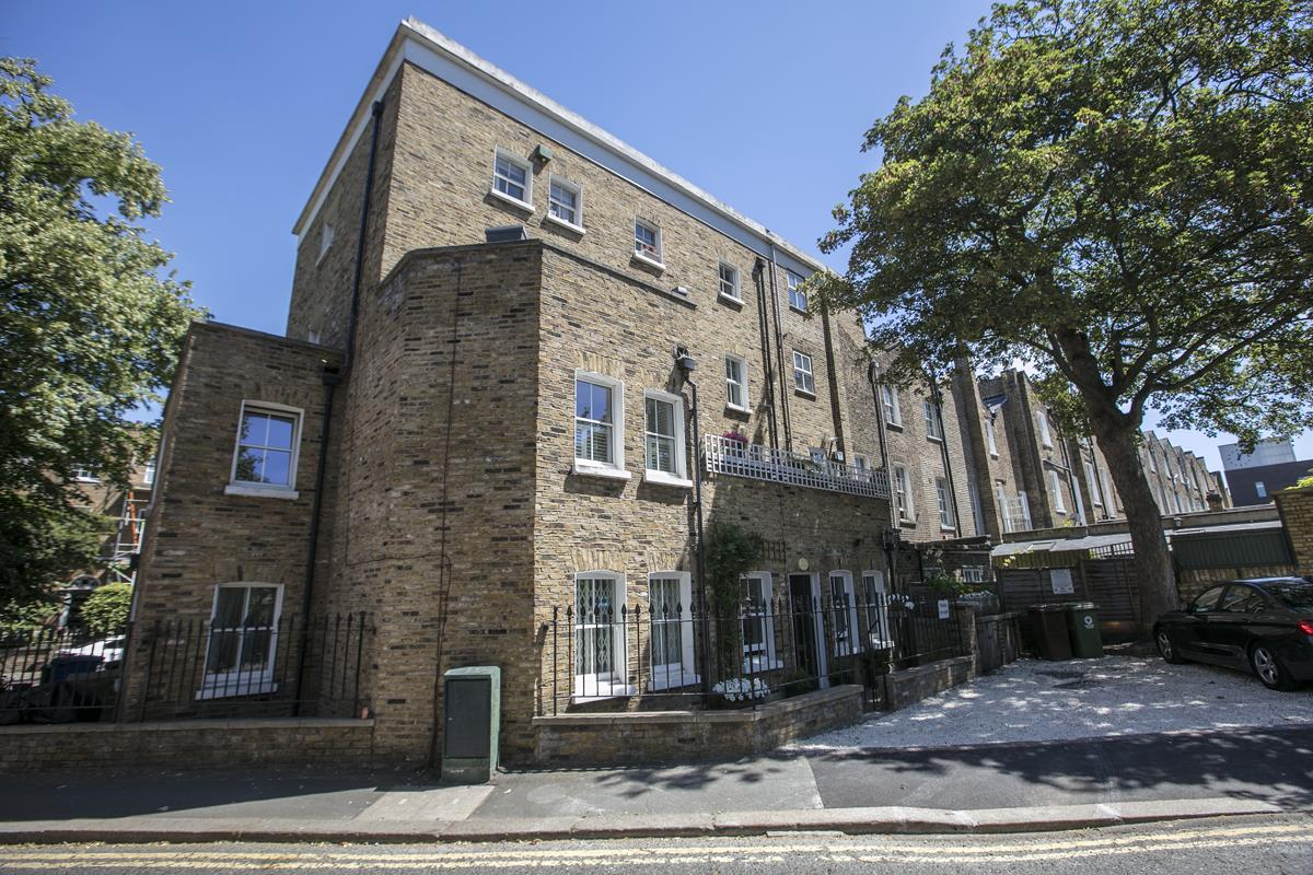 Flat - Conversion For Sale in Camberwell New Road, SE5 355 view2
