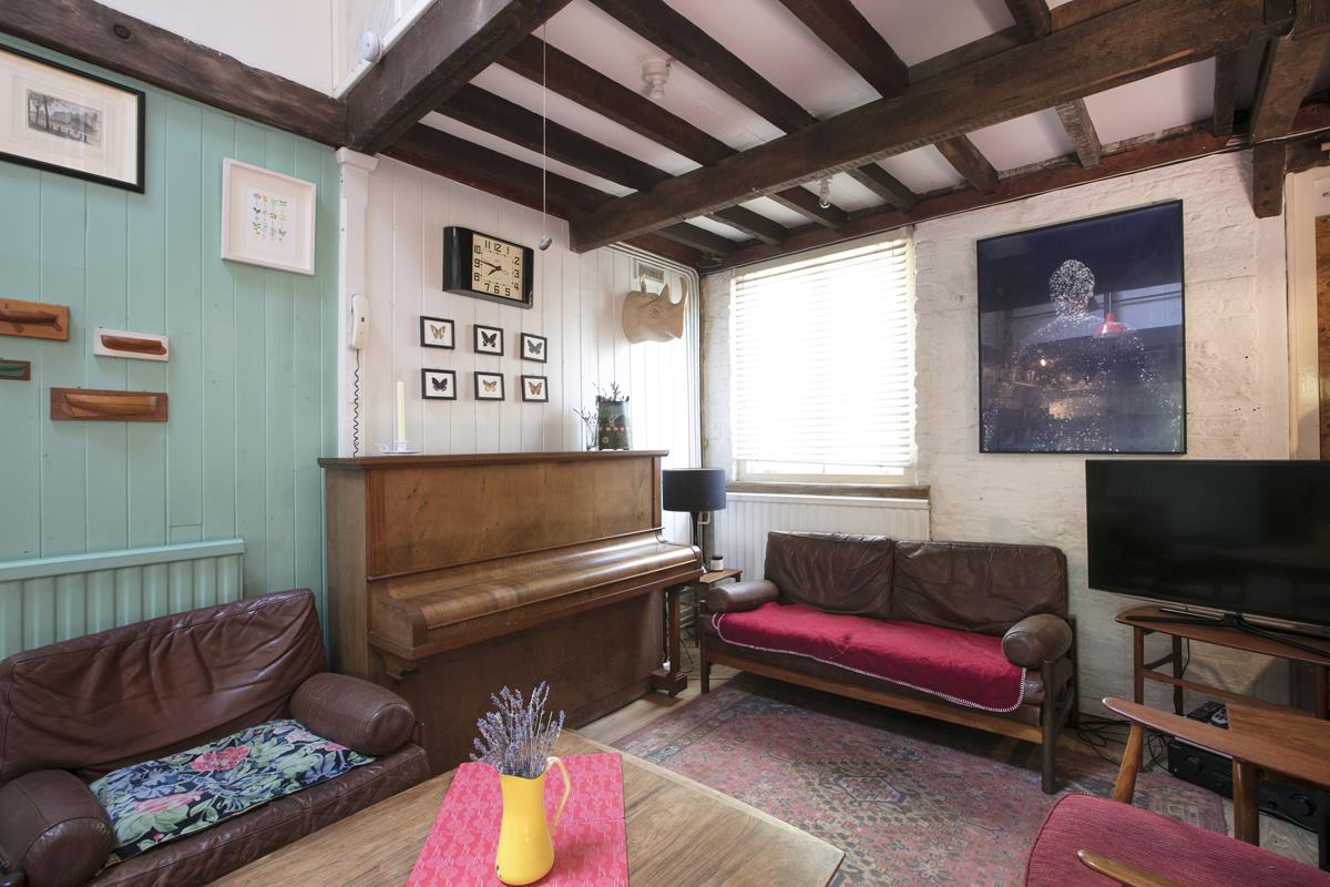 House - Terraced For Sale in Canning Cross, London 368 view8