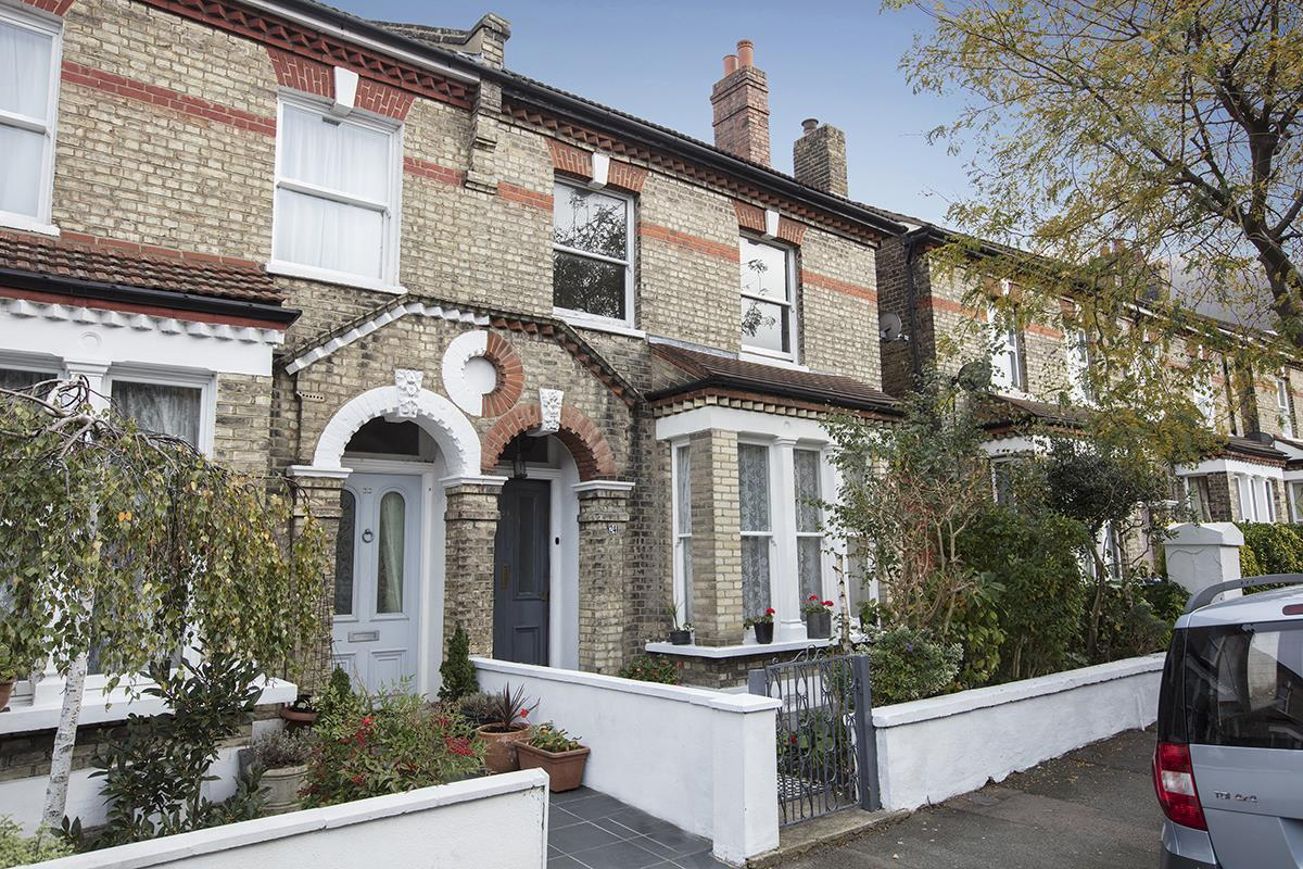 House - Semi-Detached For Sale in Carden Road, SE15 224 view1