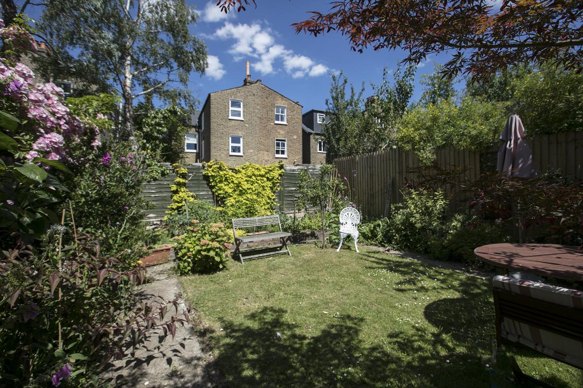 House - Semi-Detached For Sale in Carden Road, SE15 351 view3