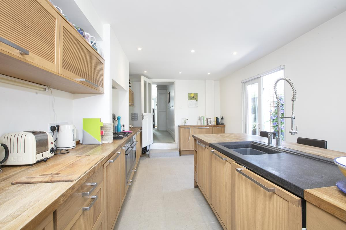 House - Semi-Detached For Sale in Carden Road, SE15 351 view6