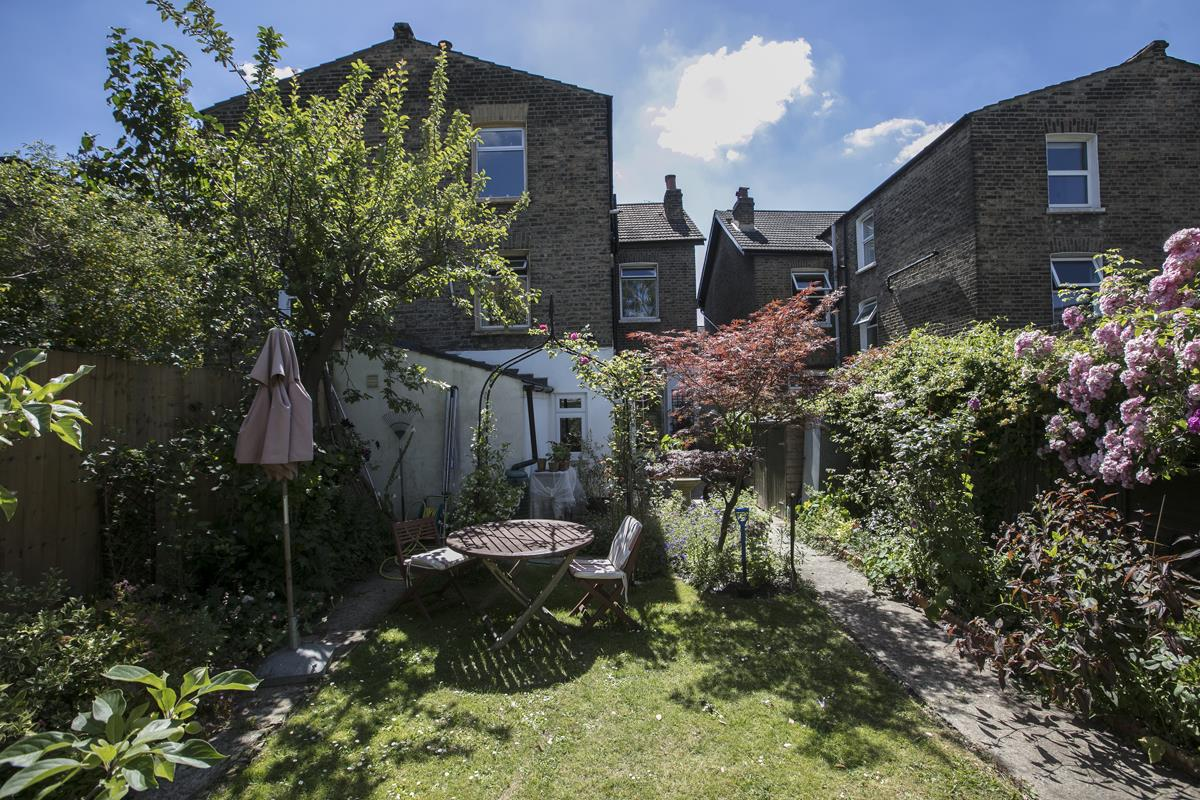 House - Semi-Detached For Sale in Carden Road, SE15 351 view8
