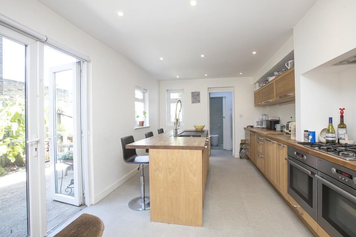House - Semi-Detached For Sale in Carden Road, SE15 351 view5
