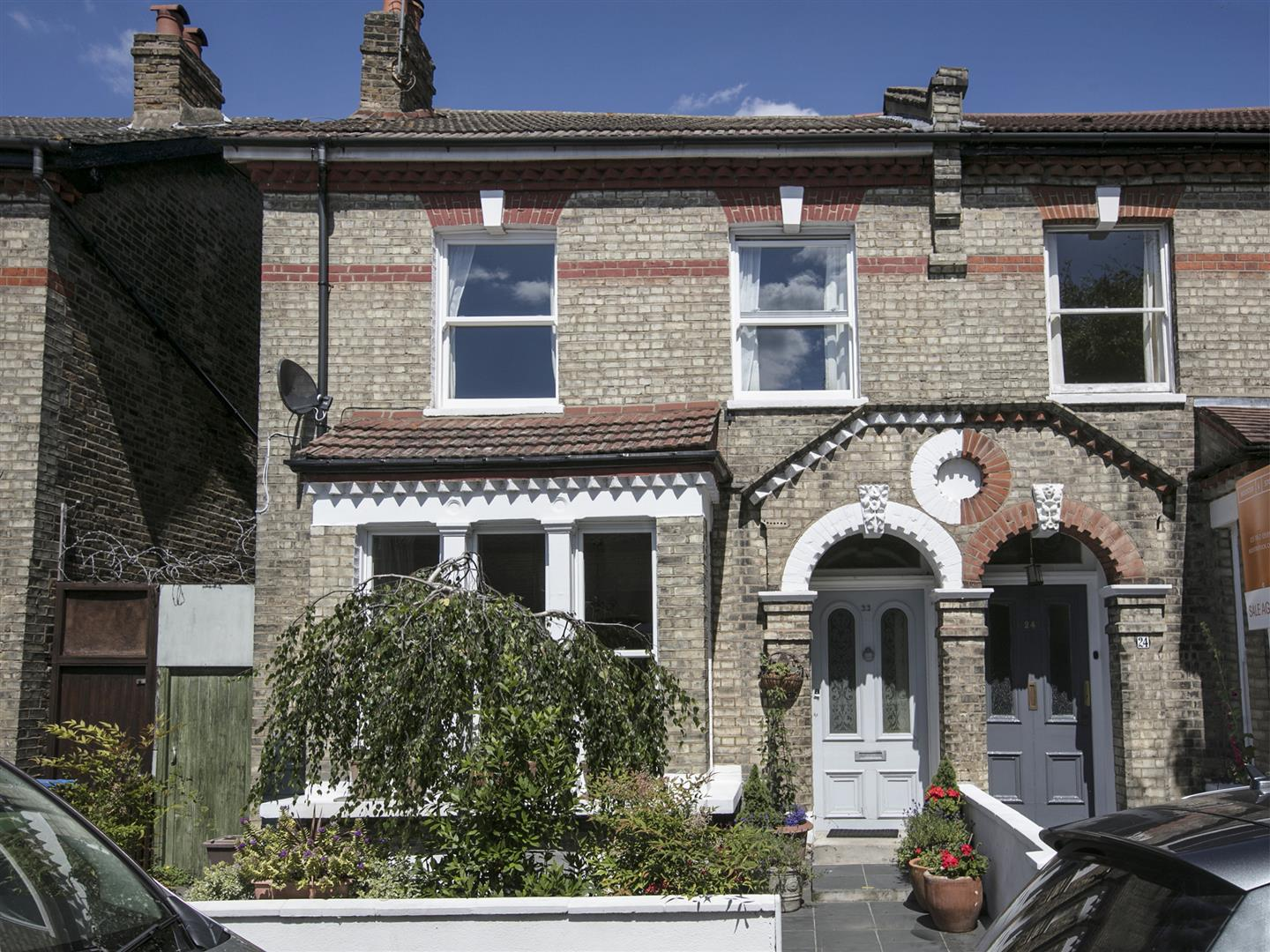 House - Semi-Detached For Sale in Carden Road, SE15 351 view1