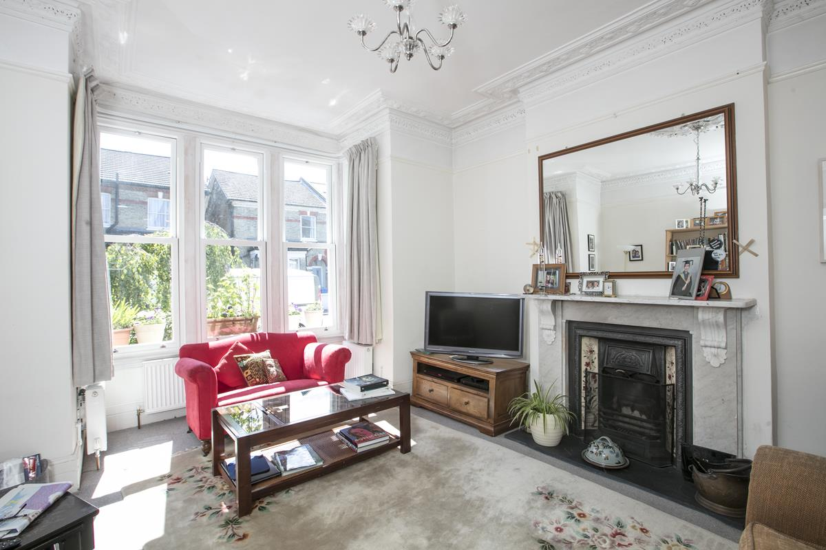 House - Semi-Detached For Sale in Carden Road, SE15 351 view2