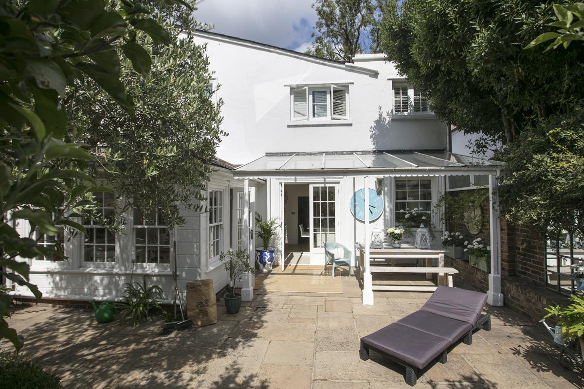 House - Semi-Detached For Sale in Champion Grove, SE5 364 view4